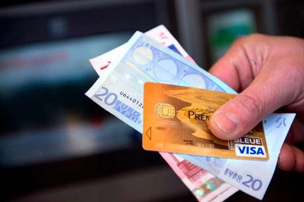 """Casa, auto, assicurazioni e sanità """"costano"""" ad ogni cittadino  7.400 euro l'anno"""